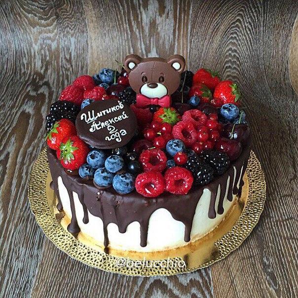 Торт с ягодами сверху декор фото